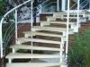 eine-stufenholmtreppe-zum-garten